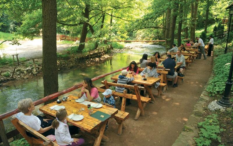 restoran pored reke u sokobanji