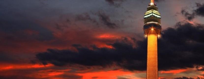 Avalski toranj pred zalazak sunca